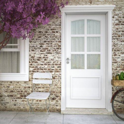 Imagem de uma porta de entrada.